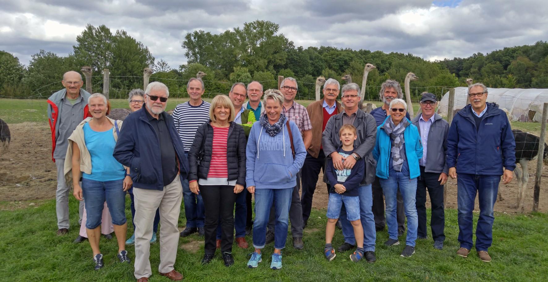FBL Remagen besuchte Straußenfarm Gemarkenhof auf Plattborn